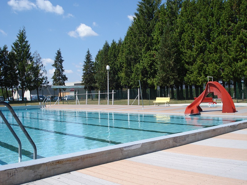 Outdoor swimming pool - Genillé